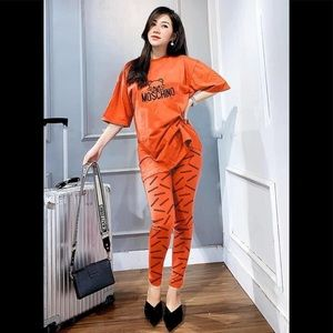 Women tee and pant set size XS/S